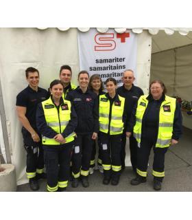 Michel Chevallier (2e à droite) est entouré par une équipe de Samaritains genevois. DR