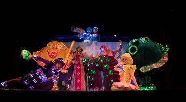 Une comédie musicale colorée et lumineuse pour les enfants. DR