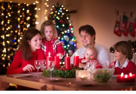 Une jolie décoration, des plats délicieux mais peu coûteux: c'est la magie de Noël.  GETTY IMAGES/FAMVELD