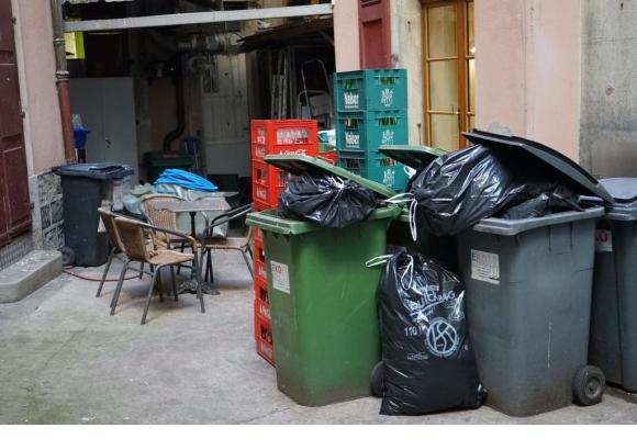 Le volume quotidien de déchets pourrait rapporter gros aux propriétaires de bistrots. CAA