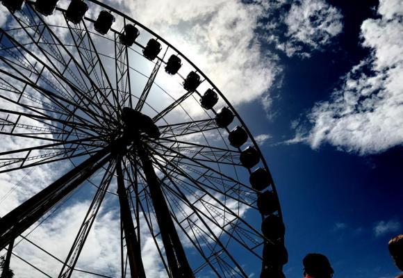 La grande roue de René Bourquin restera au Jardin anglais jusqu'au 1er octobre 2017. F.HALLER
