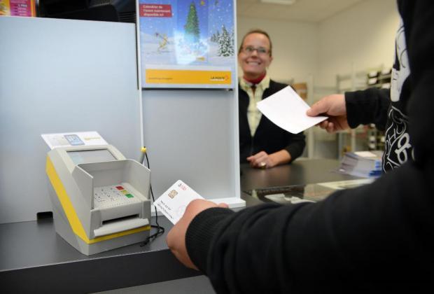 La poste de Lancy ne permets pas de faire des transactions avec de l'argent liquide.