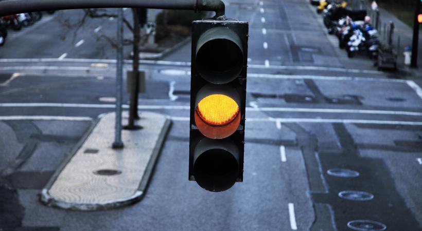 Le soir venu, 106 carrefours genevois passent désormais à l'orange clignotant. GETTY/MAYBAYBUTTER