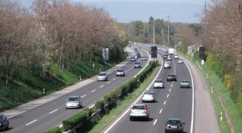 Destiné à punir plus sévèrement les chauffards, le programme Via Sicura est contesté en Suisse romande. DR