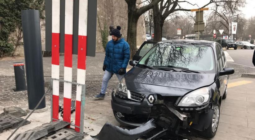 L'un des derniers accidents en Vieille-Ville: la borne serait remontée trop vite. DR